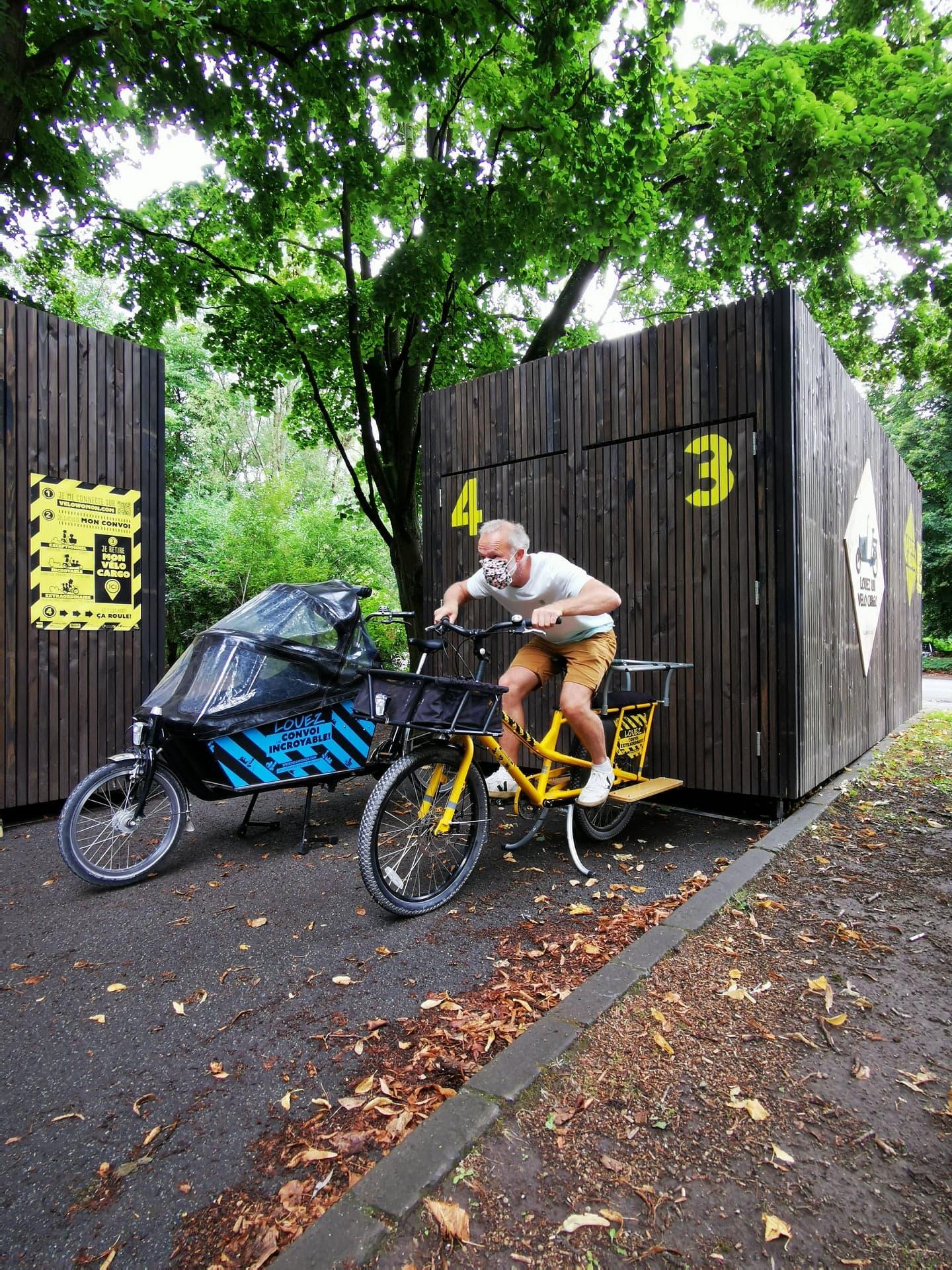 Vélo-cargo et boite à vélo